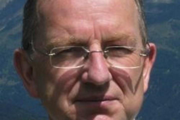 Headshot of Andrew Morris